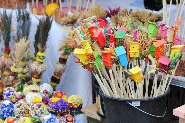 Сувениры на ярмарке.