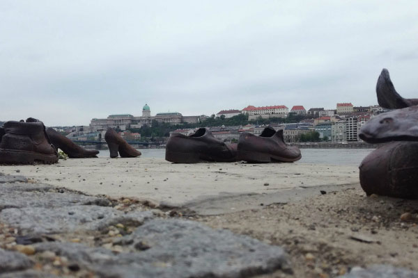 «Туфли на Дунае».