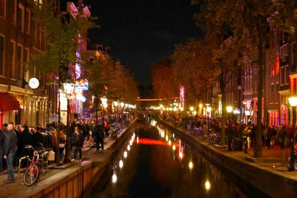 Улица Красных фонарей.