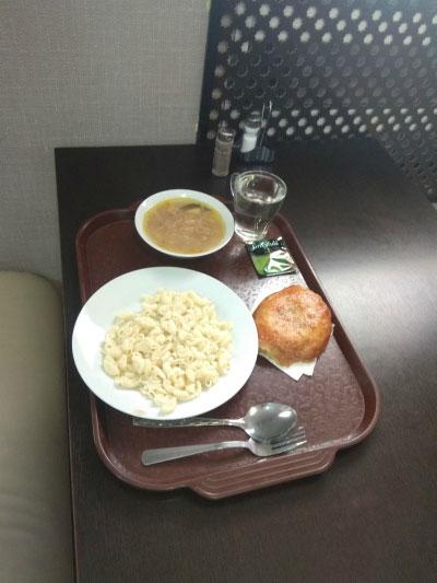 Обед в кафе.