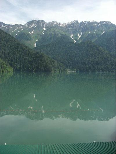 Высокогорное озеро Рица.