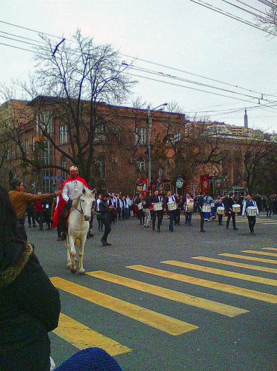 Праздничное шествие.