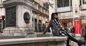 Фото у фонтана.