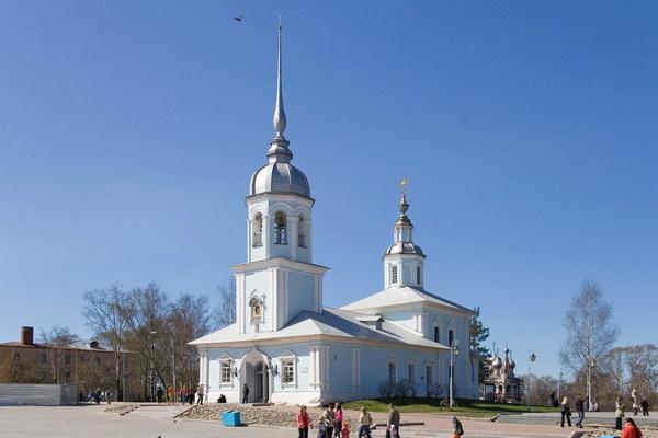Вологодская церковь в апреле.