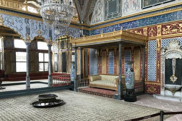 Комната во дворце.
