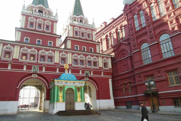 У Красной площади.