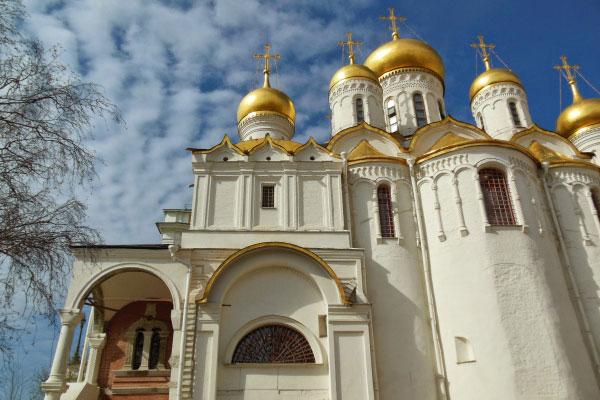 На территории Кремля.