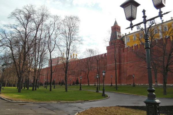 Александровский сад весной.