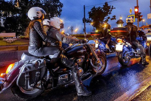 На мотоцикле по ночному Петербургу.