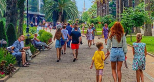 Сочи в сезоне 2020 переполнен туристами.