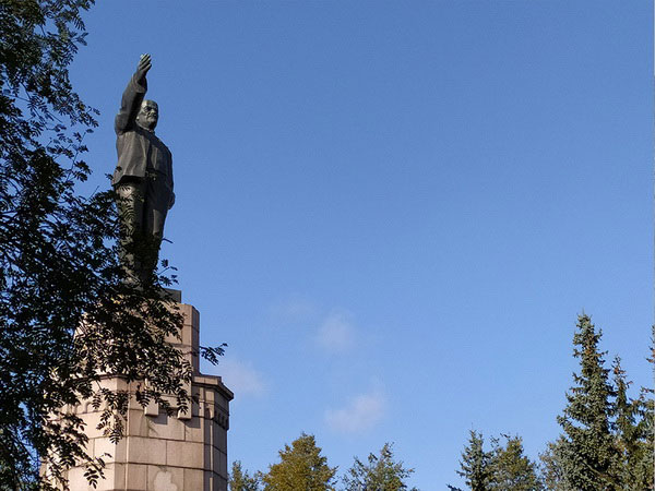 Памятник Ленину.