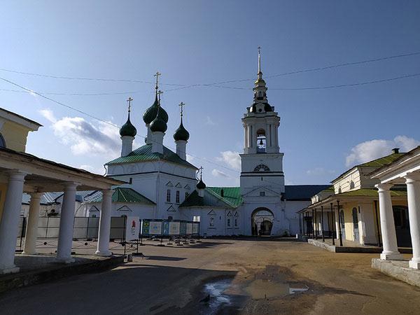 Мелочные ряды и Церковь Спаса.