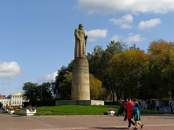 Памятник Сусанину.