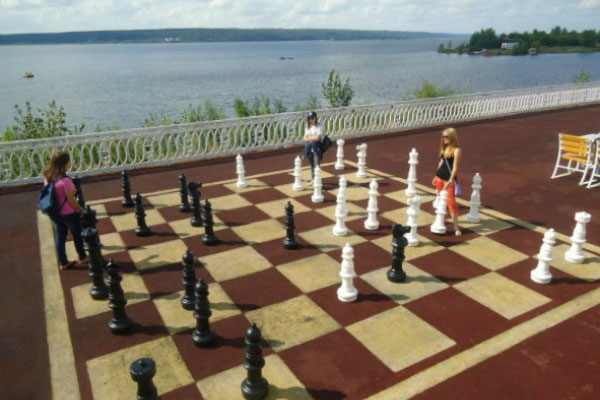 Шахматы на набережной.