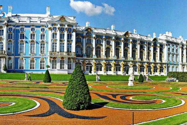 Пушкин — один из пригородов Санкт-Петербурга.