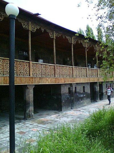 Деревянный балкон Музея народной архитектуры.