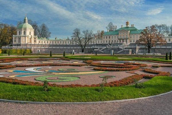 Дворец под Петербургом.