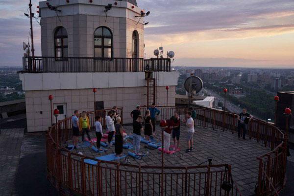 Медитация на крыше.