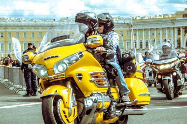 Поездка на мотоцикле.