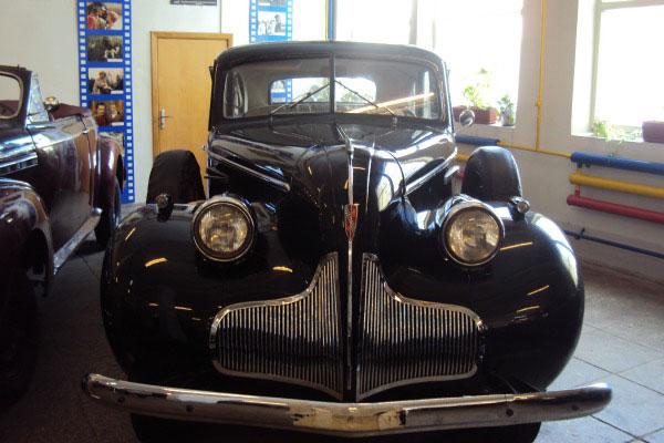 Старинная машина.
