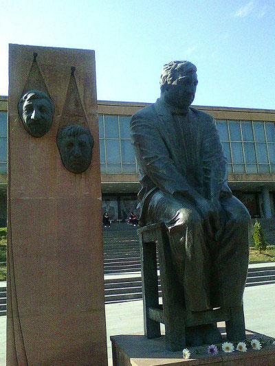 Памятник Мгеру Мкртчяну.