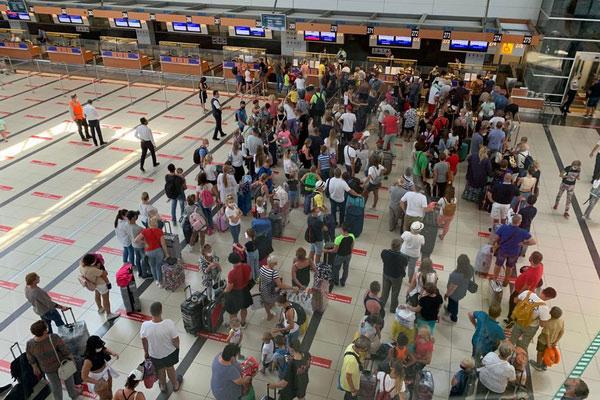 Мере Covid-предосторожности в аэропорту.