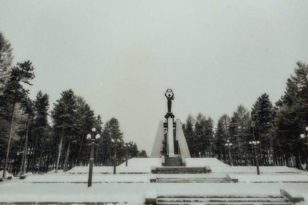 Мемориал в парке.