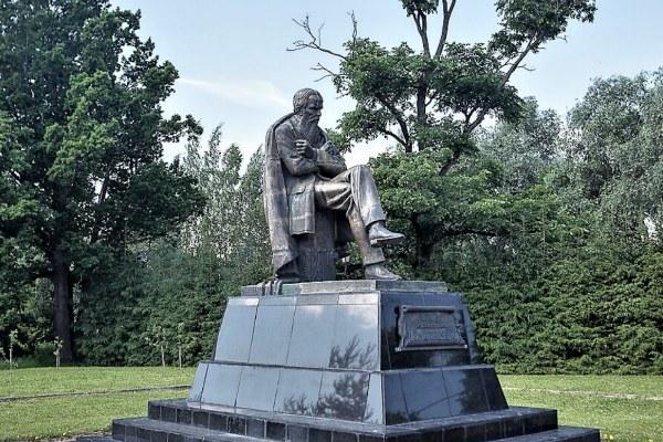 Памятник Достоевскому.