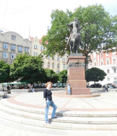 Памятник королю.