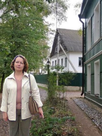 У дома Достоевского.
