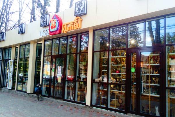 Магазины.
