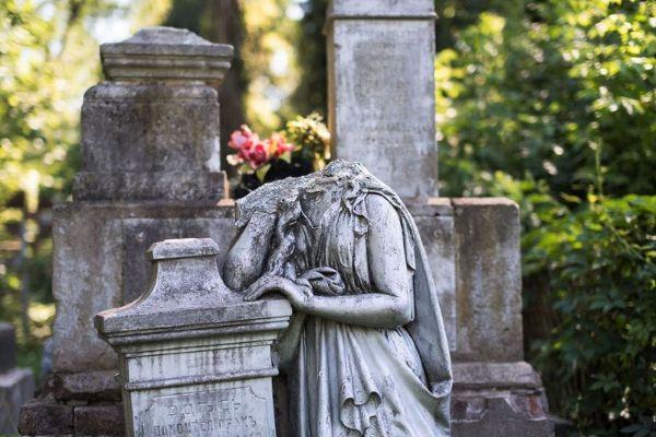 Кладбище.