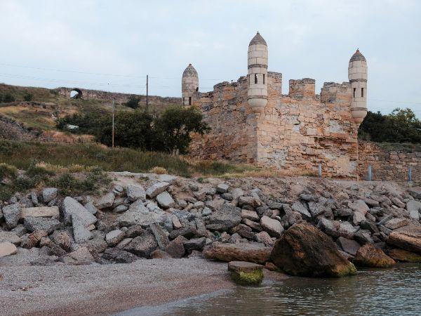 Старинная крепость.