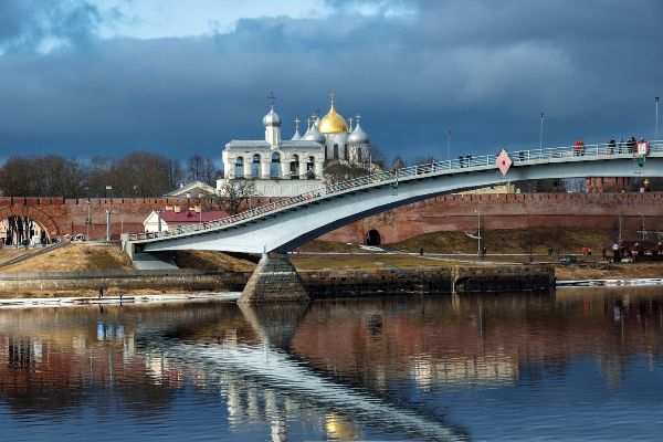 Новгородская набережная.