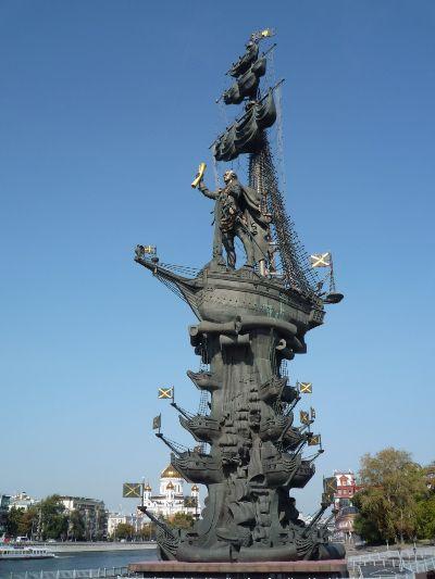 Памятник Петру.