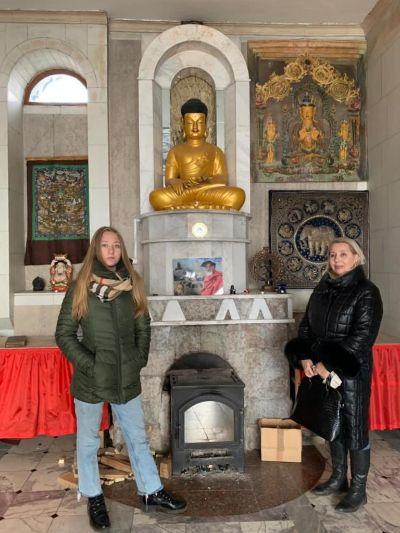 В храме.