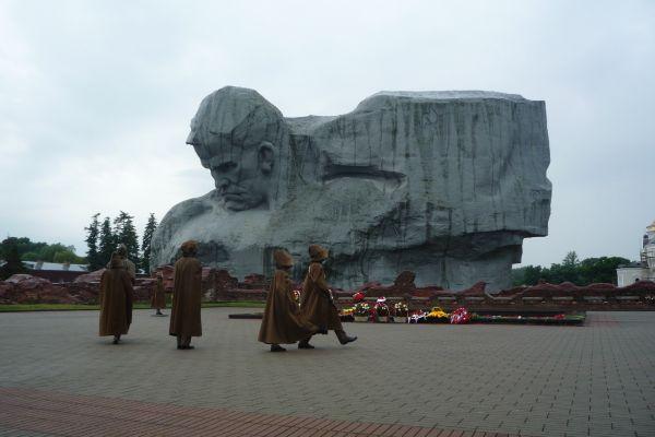 Монумент «Мужество».