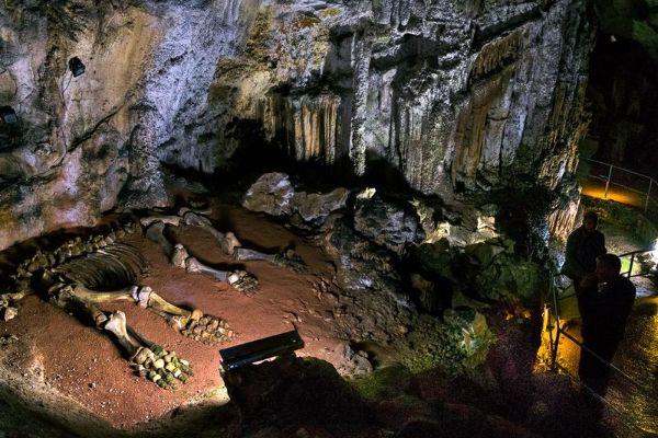Пещеры.