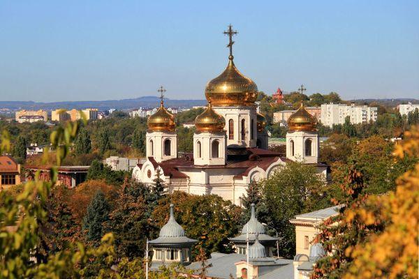 Церкви и соборы.